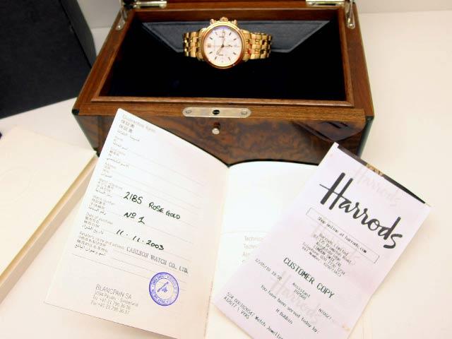 Abbildung zeigt eine Blancpain-Uhr auf der Originalbox mitsamt der Original Papiere