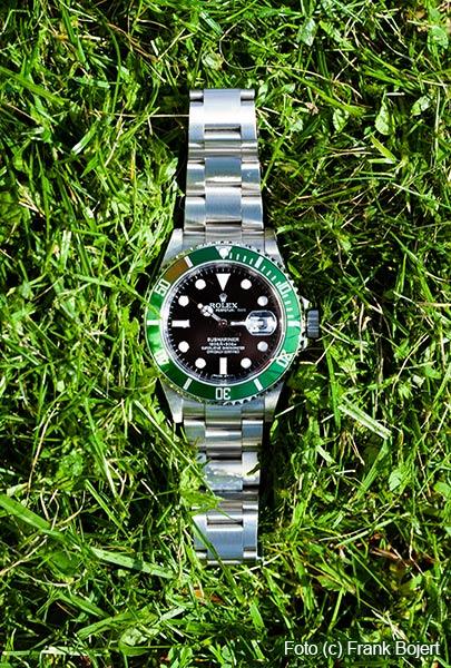 Rolex Ankauf - Rolex Kermit im Gras liegend