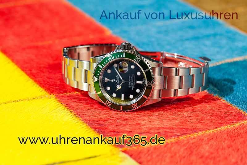 Foto einer Rolex-Uhr im Uhren Ankauf Bonn auf einem dreifarbigen Untergrund